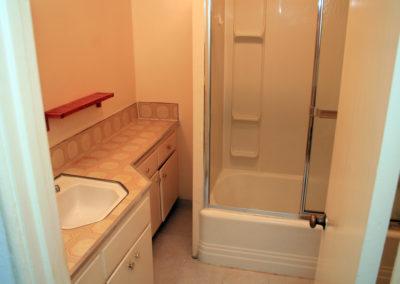 bed3_bathroom1